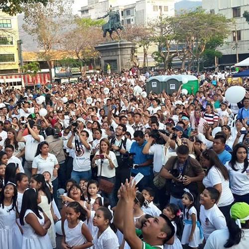 Masiva convocatoria para Tomando mi Nación 2015 en plaza Gerardo Barrios